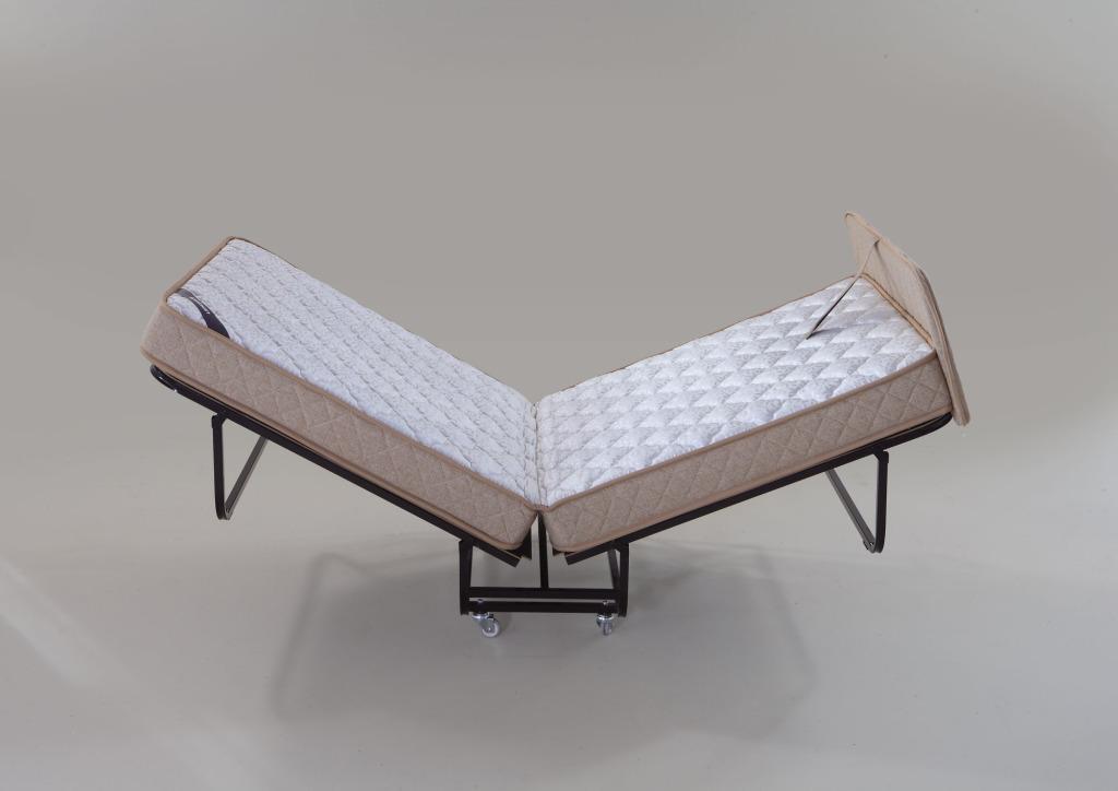 lit pliant pratique pour un invit ou en voyage. Black Bedroom Furniture Sets. Home Design Ideas