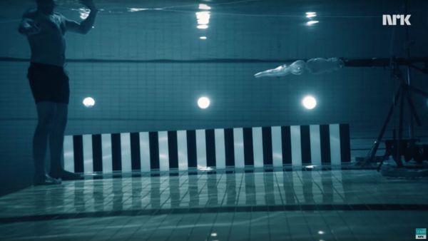 Un physicien se tire dessus sous l'eau