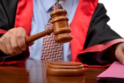 Judge striking the gavel to keep silence