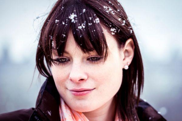 Prendre soin de ses cheveux en hiver, conseils et solutions naturelles