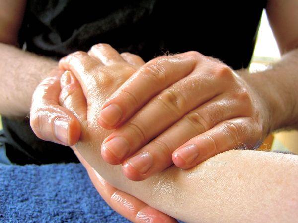Massage-hand-1