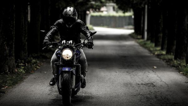 Sécurité routière à moto : vers un équipement complet de la tête au pied