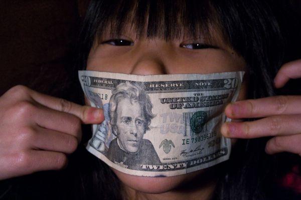 argent contre silence